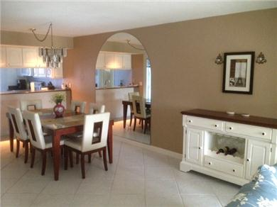 Fantastic 2/BR, 2 BA Pool VIew Condo Near Everything Vacation Rental DINING AREA