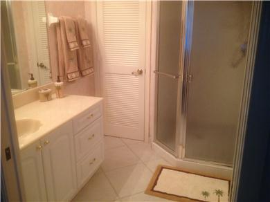 Fantastic 2/BR, 2 BA Pool VIew Condo Near Everything Vacation Rental MASTER BATH ENSUITE WITH SEPERATE WC