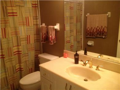 Fantastic 2/BR, 2 BA Pool VIew Condo Near Everything Vacation Rental GUEST BATH