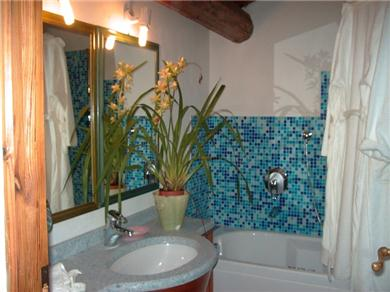 Le Scalette Vacation Rental bathroom with tub