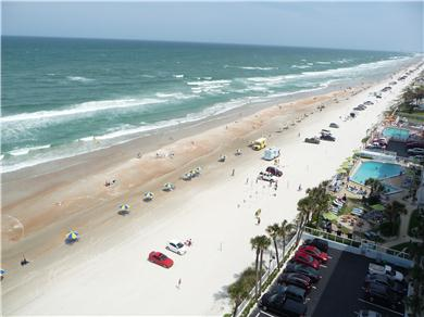 OCEANFRONT CONDO ON DAYTONA BEACH - NON-SMOKING FREE WI-FI