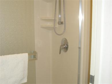 Four Paddle 709 Vacation Rental Walk In Shower