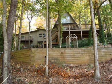 Gainesville vacation rental magnificent lake lanier home for How to decorate a vacation rental home