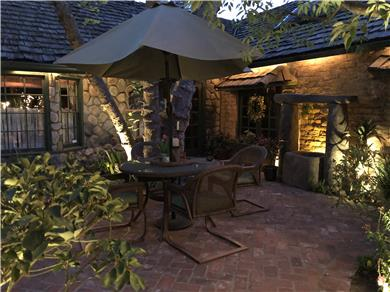 The Enchanted Manor Vacation Rental Courtyard