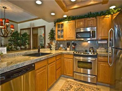 Ski in / Ski out condo in the Village at Breckenridge Vacation Rental Fully Equiped Kitchen