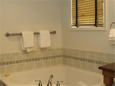 Twelve Oaks Plantation at Steinhatchee Landing Resort Vacation Rental Bathroom - jacuzzi tub