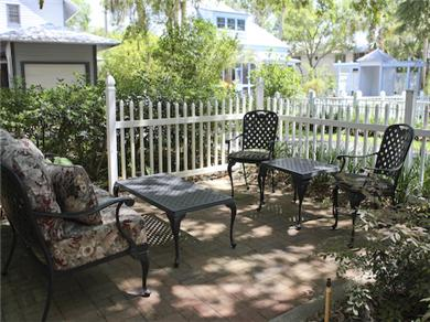 Twelve Oaks Plantation at Steinhatchee Landing Resort Vacation Rental Front patio