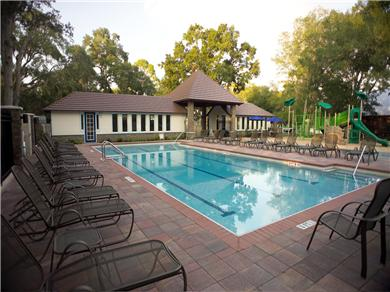 Twelve Oaks Plantation at Steinhatchee Landing Resort Vacation Rental Pool & Pavilion Area