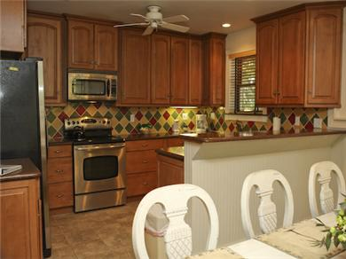 Twelve Oaks Plantation at Steinhatchee Landing Resort Vacation Rental Kitchen
