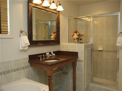 Twelve Oaks Plantation at Steinhatchee Landing Resort Vacation Rental Bathroom