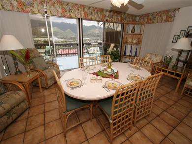 Hale OHANA, Ocean View, Pool Vacation Rental Dining Room