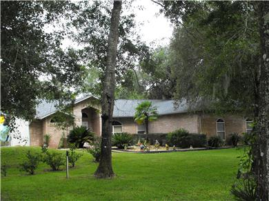 BEAUTIFUL HOUSE FENCED ON 2 ACRES WITH POOL AND PLAYROOM