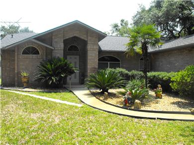 BEAUTIFUL HOUSE FENCED ON 2 ACRES WITH POOL AND PLAYROOM Vacation Rental front view of house