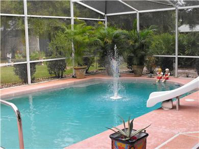 BEAUTIFUL HOUSE FENCED ON 2 ACRES WITH POOL AND PLAYROOM Vacation Rental swimming pool