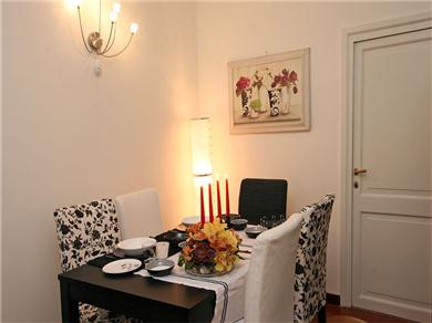 Cynthia - via del Governo Vecchio, 96 00186 Rome #8 2 fl Vacation Rental dining room 2